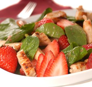 baby-spinach-and-strawberry-salad-with-dressing