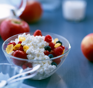 cottage-cheese-and-fruit